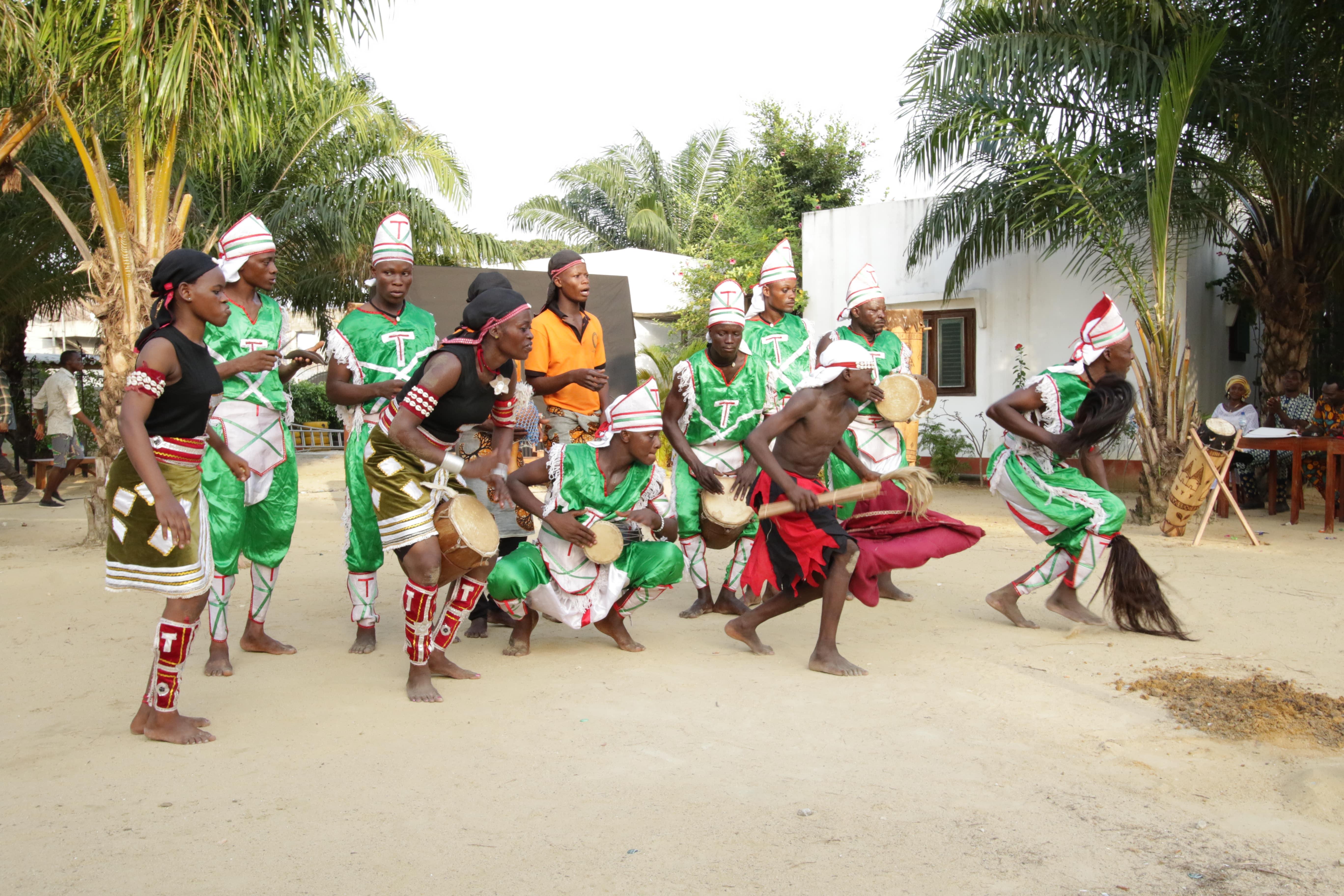 Danse traditionnelle avec la Compagnie artistique Toffodji #1