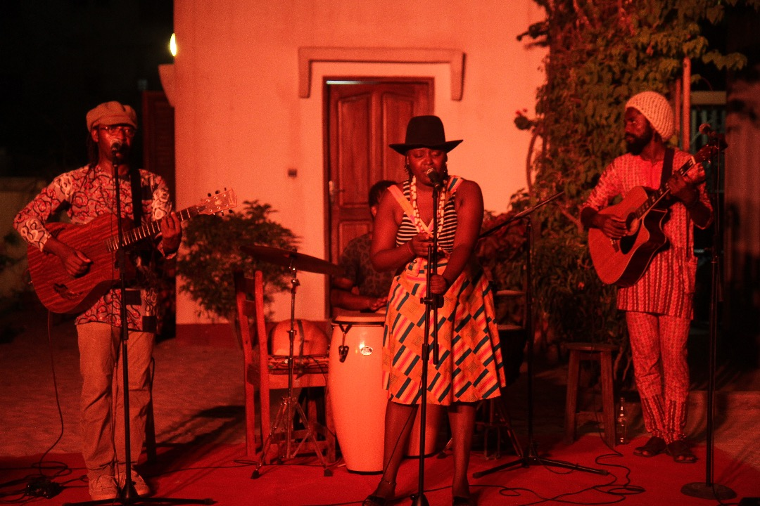 Concert acoustique en scène ouverte.